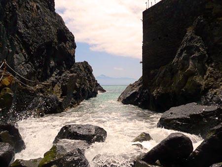 Castillo del Mar, Klippen und Meer