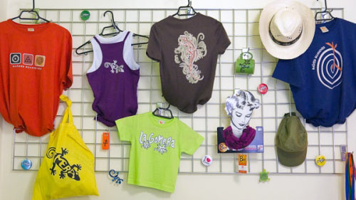 T-Shirts im Shop Algo Diferente - Einkaufen und Shoppen auf La Gomera